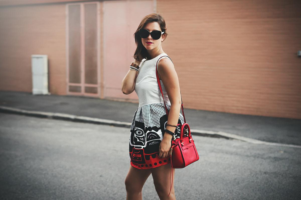 Un vestito a palloncino | Red and white balloon dress